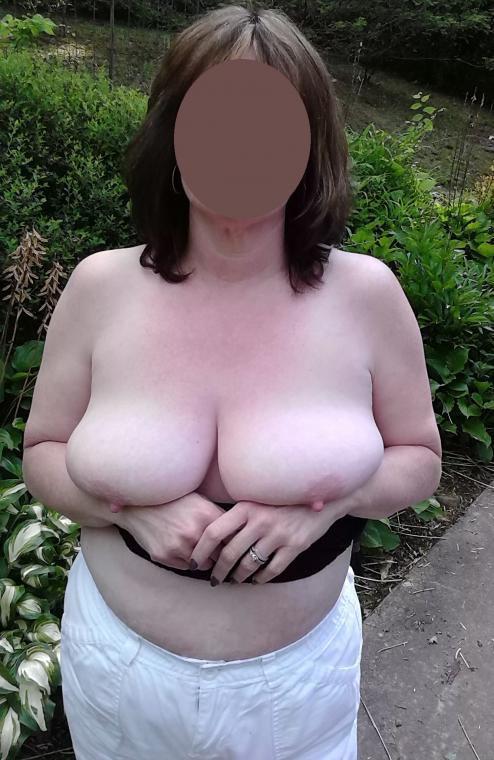 A few younger guys fucks older women - 1 part 7