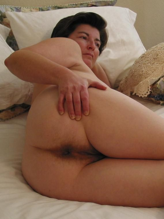 Married slut fisting another slut till she squirts 3