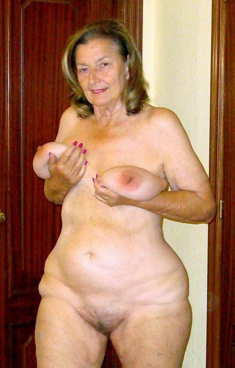 Naked porn poser — photo 2