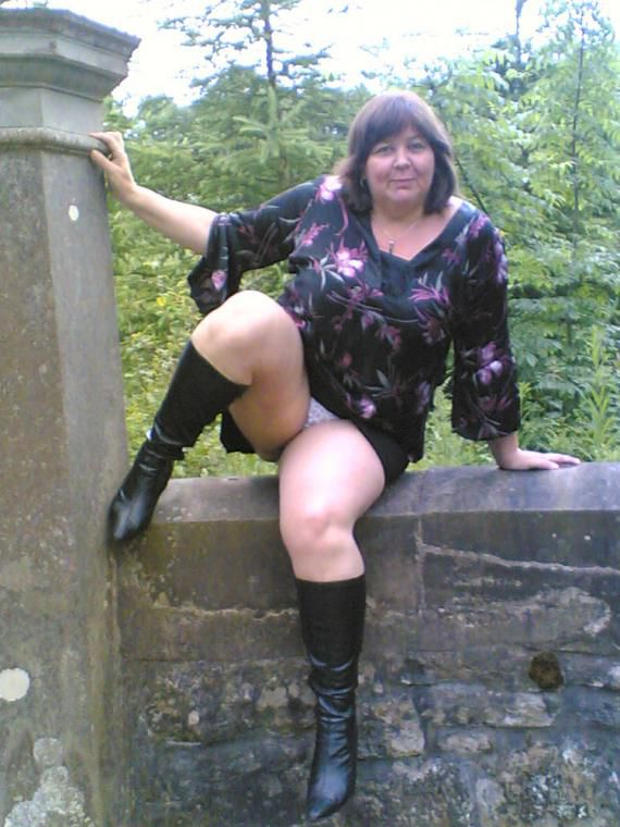 Readers Wives Online - BBW upskirts!